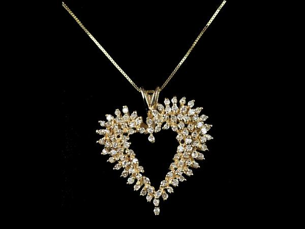 Diamond_Heart_Shaped_Pendant