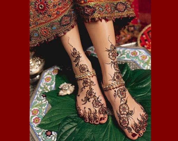 Easy-Feet-Mehndi-Bridal-Girl